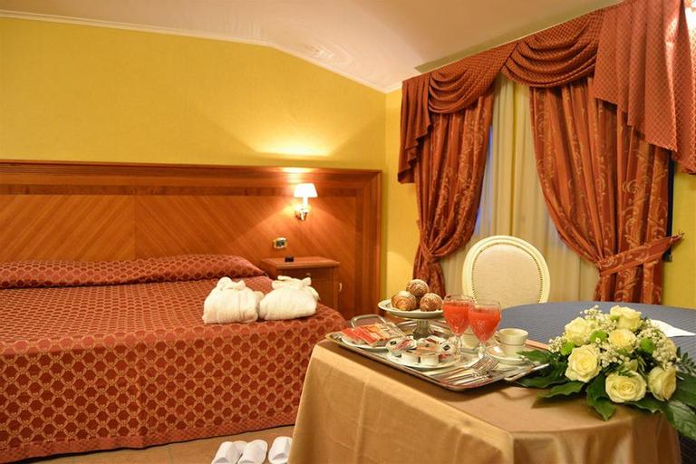 Hotel Giulia, Napoli