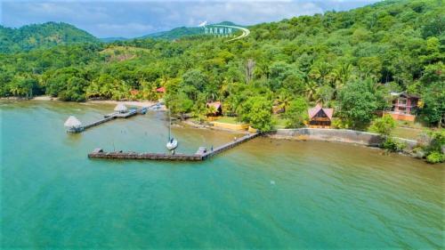 Denny's Beach Resort Hotel, Los Amates