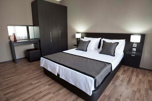 Soho Apartments,