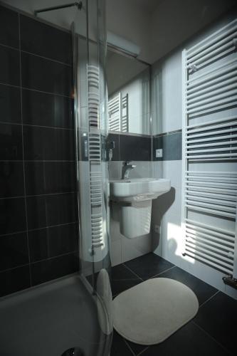Black Bridge Hotel Apartment, Praha 14