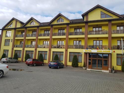 Hotel Edelweiss, Medias