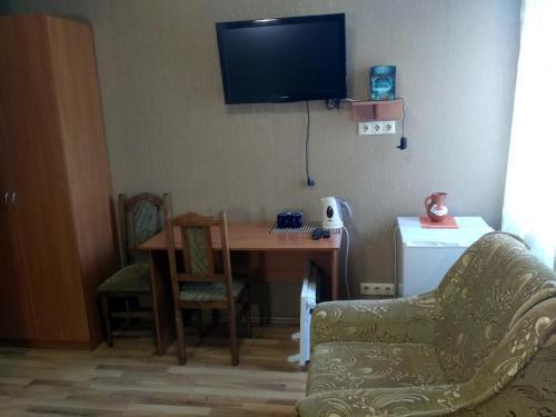 Atlant Hotel, Ostroz'kyi