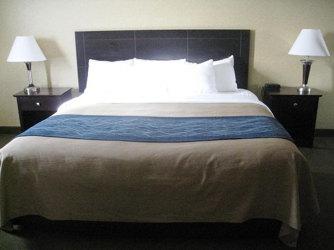 Comfort Inn & Suites, Division No. 8