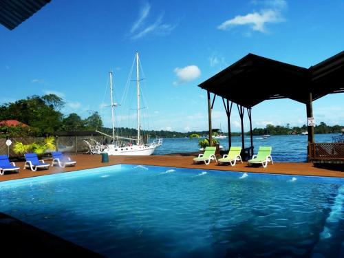 Mar Marine Yacht Club, Livingston