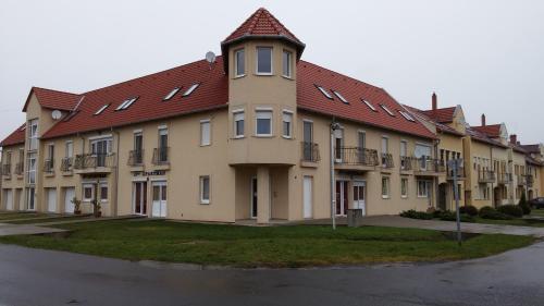Eva Apartman, Szigetvári