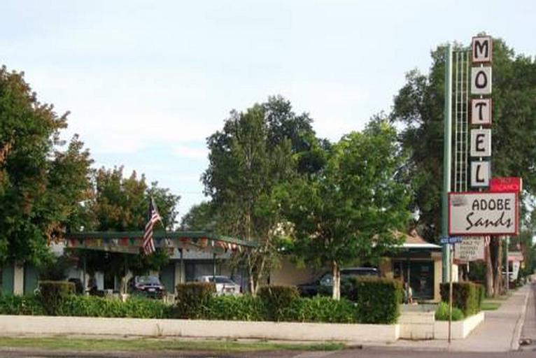 Adobe Sands Motel, Garfield