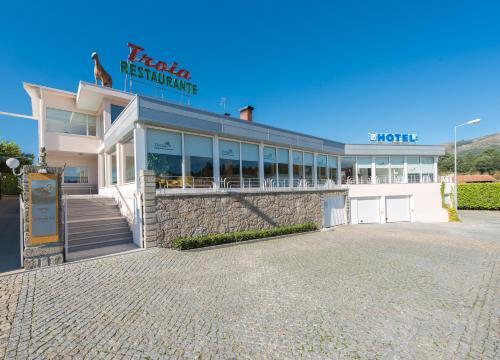 Troia Hotel, Amares