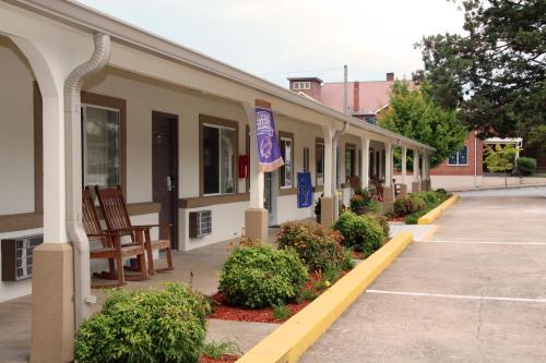 Blue Ridge Inn, Jackson
