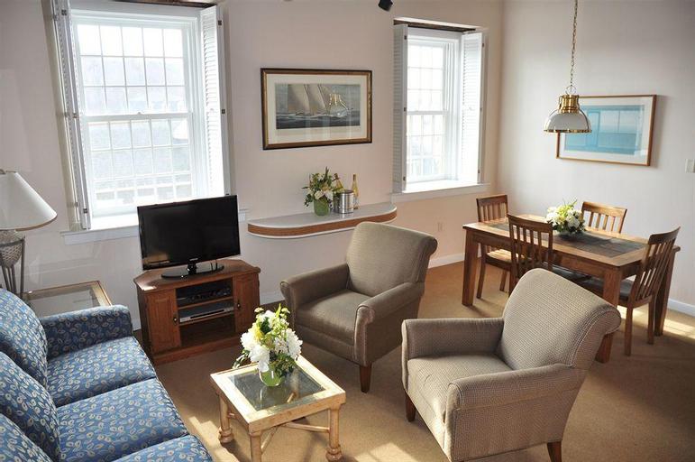 Newport Bay Club & Hotel, Newport