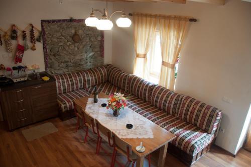 Aste Guesthouse, Tropojës
