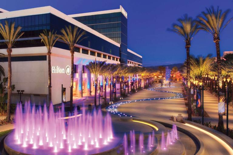 Hilton Anaheim, Orange