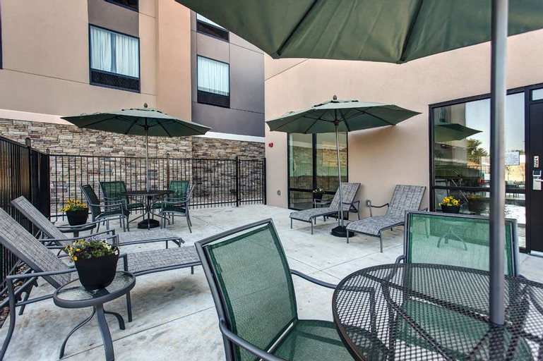 Hampton Inn & Suites-Wichita/Airport, KS, Sedgwick