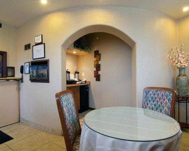 Rodeway Inn & Suites, Riverside