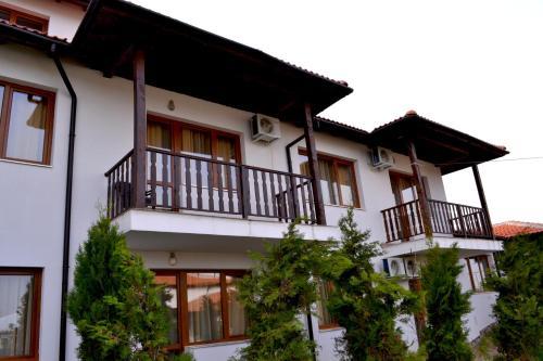 Guest House Kontrasti, Loukovit