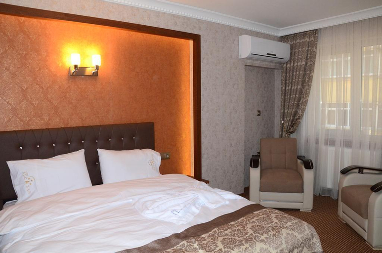Hotel Alcazar, Merkez