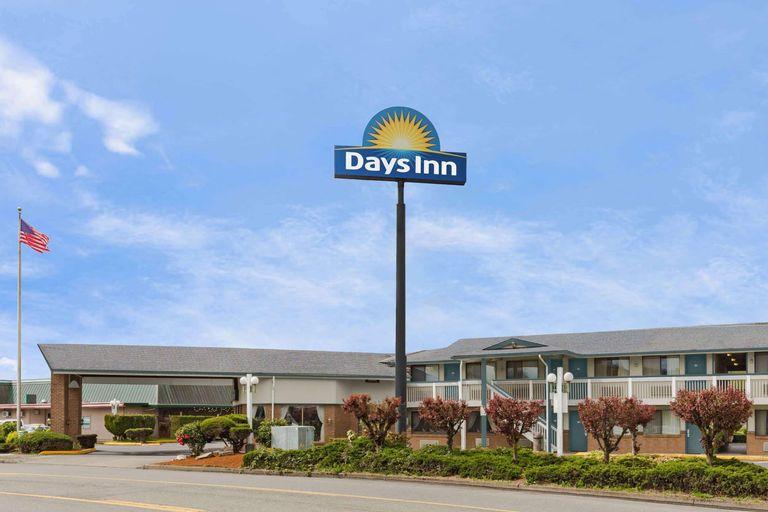 Days Inn by Wyndham Auburn, King