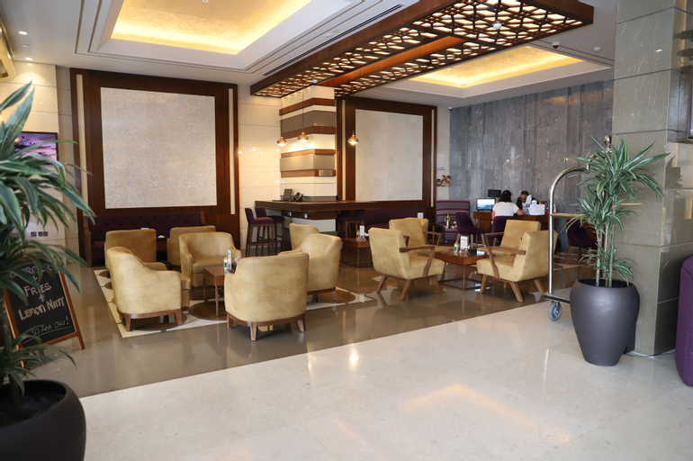 Golden Tulip Media Hotel,