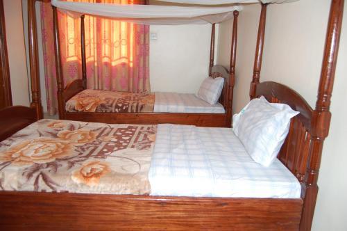 Uhuru 50 Hotel Kasese, Busongora