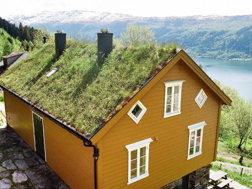 Three-Bedroom Holiday home in Nordfjordeid 3, Eid