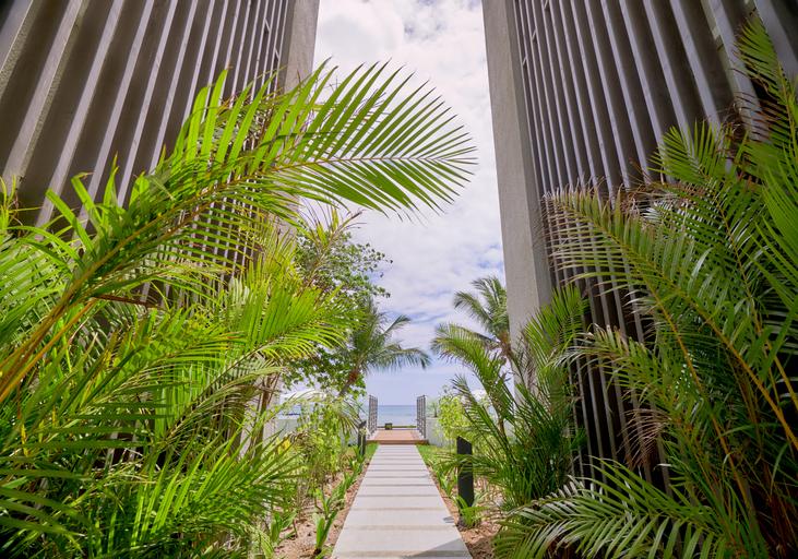 Les Estivales Beachfront Suites & Penthouses by Lo,