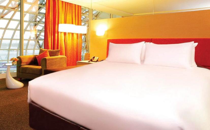 Miracle Transit Hotel, Bang Plee