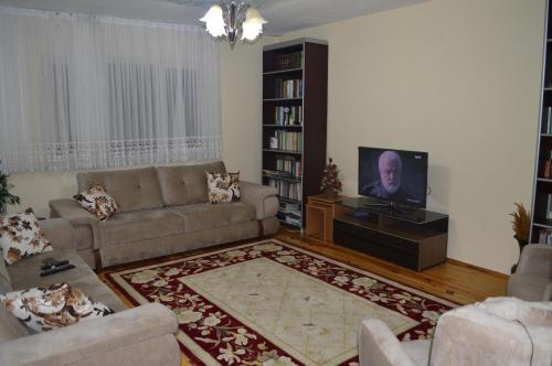 Camer House, Maçka