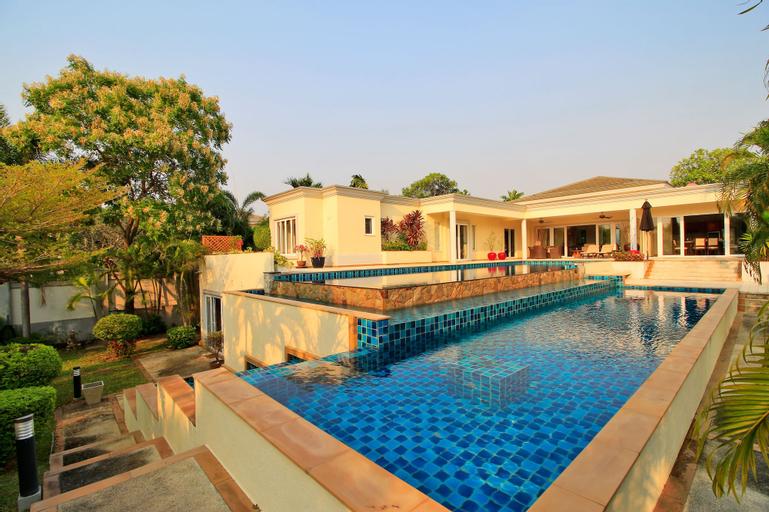 Pattaya Sunset Villa 4 Bedroom Sleeps 8, Bang Lamung