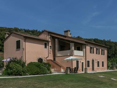 Comfy Apartments in Montoro with Sun Lounger & Swimming Pool, Terni