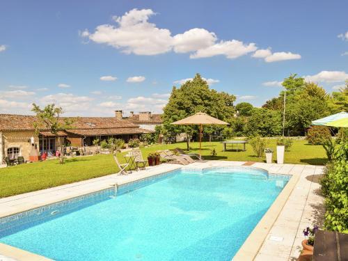 Quaint Farmhouse in Saint-Eutrope-de-Born with Swimming Pool, Lot-et-Garonne
