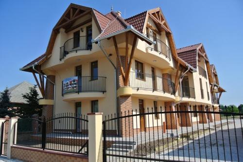 Eva Apartman Cserkeszolo, Kunszentmárton