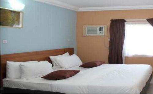Toprate Luxury Hotel, Owerri Municipal