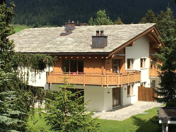 Alpine Lodge Parc Linard - Four Bedroom, Albula