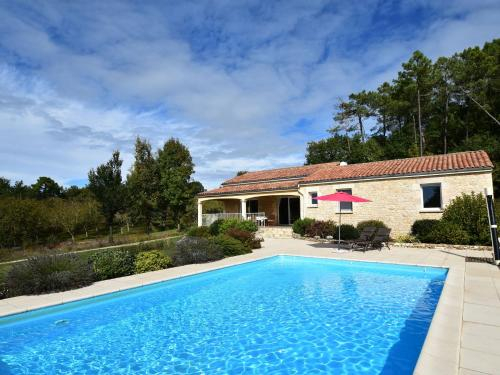 Elite Holiday Home with Private Pool in Montclera France, Lot