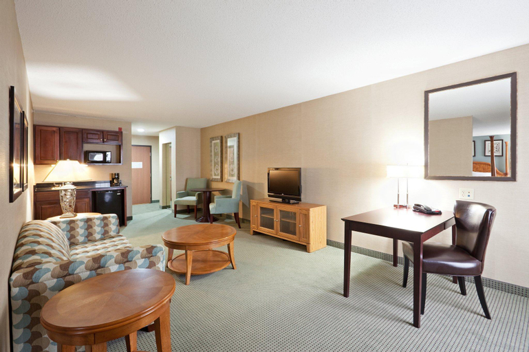 Holiday Inn Express and Suites Meriden, New Haven
