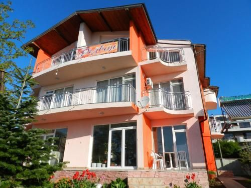 House Rezvaya with rooms for rent, Demirköy