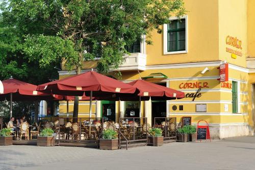 Corner Hotel & Kavehaz, Dunaújváros