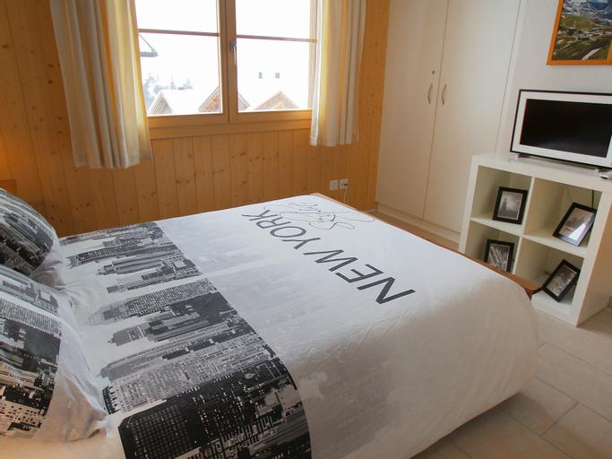Mountain Lake Panorama - One Bedroom, Interlaken