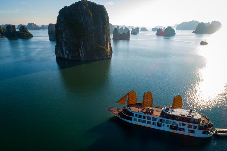 Emperor Cruises Ha Long, Hạ Long