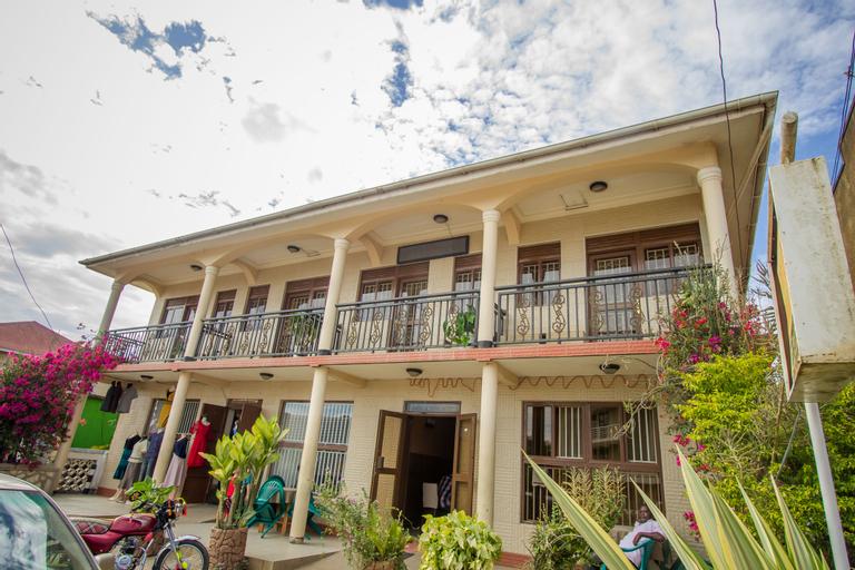 Collin Hotel, Busongora