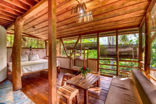 Omega Tours Eco-Jungle Lodge, La Ceiba
