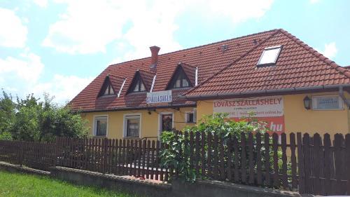 Lovasz Panzio, Pécs