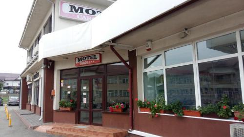 Motel Cargo, Tandarei