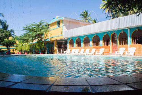 Hotel y Restaurante Leones Marinos, Chirilagua