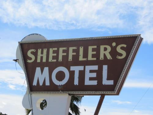 Sheffler's Motel, La Paz