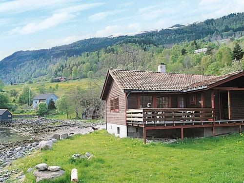 Three-Bedroom Holiday home in Nordfjordeid 2, Eid