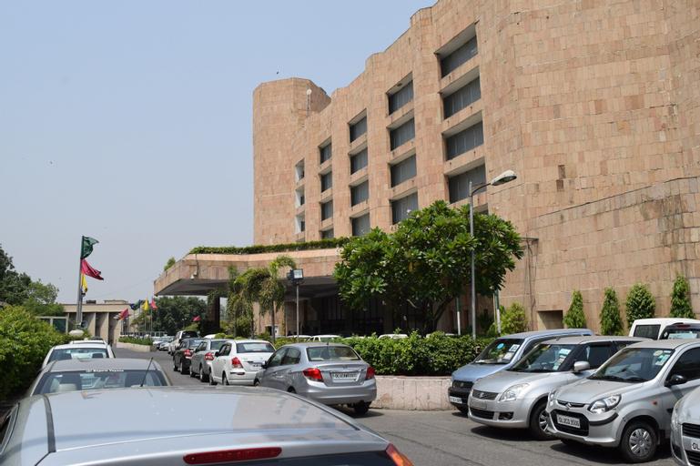 Hotel Samrat, West