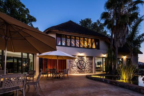 La Rochelle Lodge, Guinas