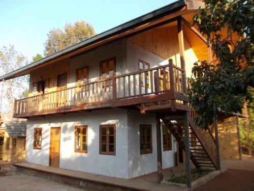 Thitaw Lay House B & B, Taunggye