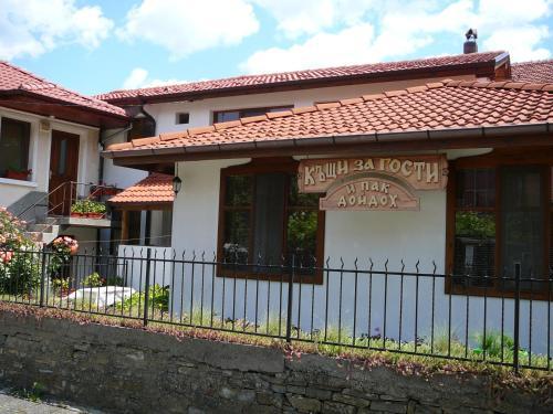 A I Pak Doidoh Houses, Tryavna