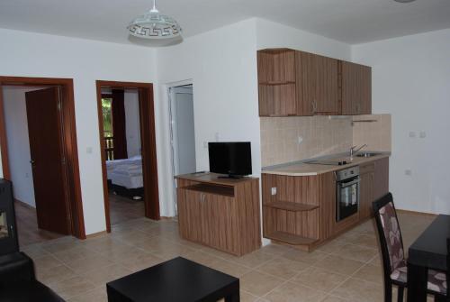 Vidima Aparthotel, Apriltsi